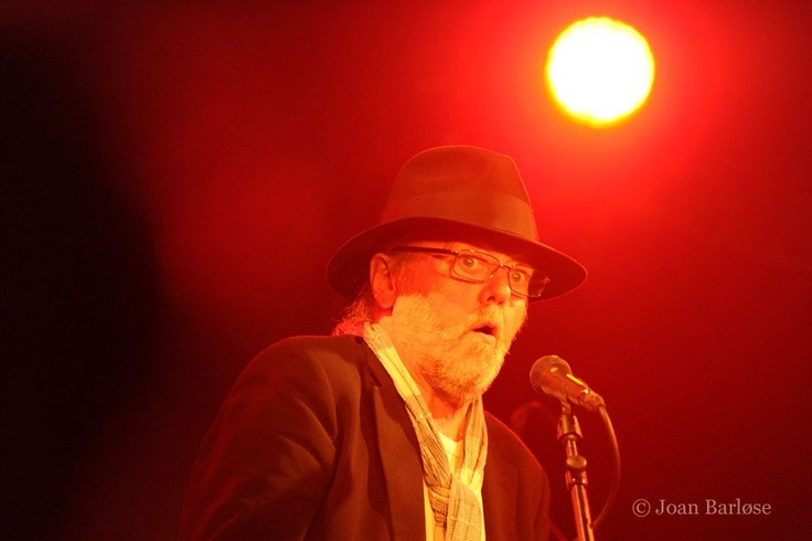 Dissing sings Armstrong i Det Bruunske Pakhus i Fredericia.  (28.04.11)