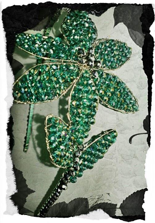 Diadema en cristales y alambre