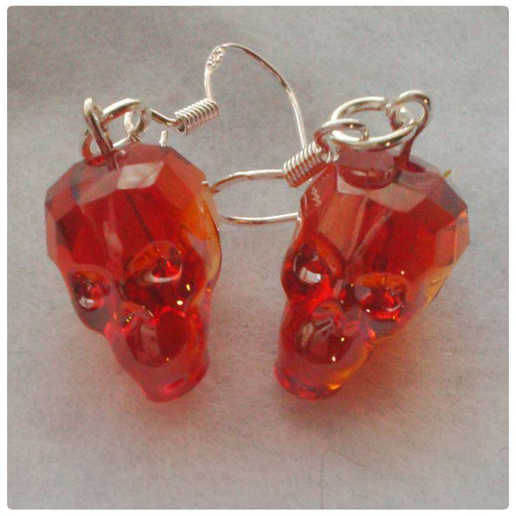 Fülbevaló inspiráció az új Red Magma színű #Swarovski Koponya gyöngyökből.