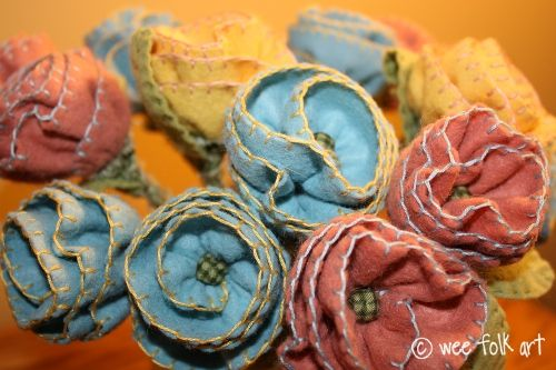 handstitched felt: Bouquets Tutorials, Diy Düşünüyorum, Spring Flowers, Diy Flowers, Felt Projects, Diy Crafts, Felt Flowers Tutorials, Felt Rose, Fabrics Flowers
