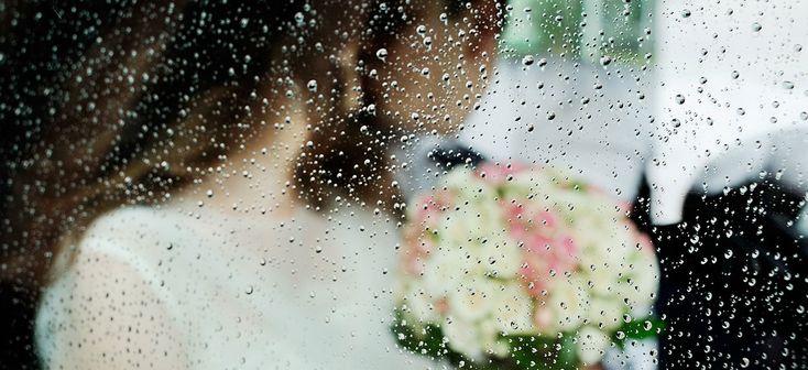 """Avete deciso di sposarvi a fine primavera o in estate quando le belle giornate occupano la maggior parte del calendario e volete quindi realizzare il vostro sogno di una cerimonia all'aperto. Poter sfruttare la luminosità e il calore del sole, l'aria fresca e la maggiore libertà di movimento ed organizzativa che può offrire uno spazio … Leggi tutto """"Potrebbe piovere. Il piano B per dormire sereni prima di un matrimonio all'aperto"""""""