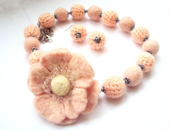 FREE SHIPPING Peach Felted Flower Set: Necklace by SomeBijoux4You