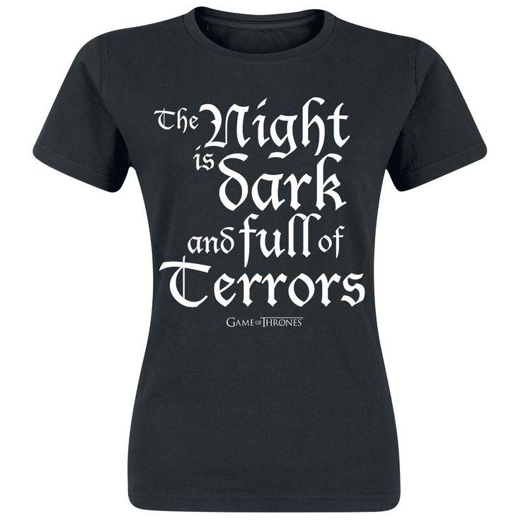 """- Printti edessä - Pyöreä pääntie - Normaali istuvuus  Westeros on vaarallinen, jokainen Game of Thrones -fani tietää sen. Varsinkin yöllä kun Valkoiset kulkijat ja aaveet tulevat metsistä ja vierailevat ihmisten luona. Melisandre, punainen papitar, on hyvin tietoinen tästä ja pitää yllä tulta jokaisena yönä. Loppujen lopuksi, kuten t-paita sanoo: """"The Night Is Dark And Full Of Terrors""""."""