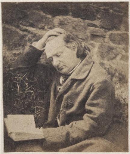 photographe :Vacquerie Auguste (1819-1895),  Victor Hugo lisant devant un mur de pierres, 1853.