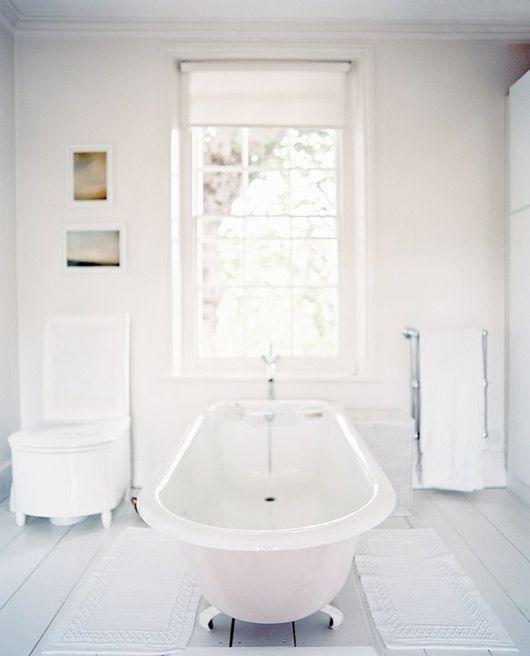 simple white bathroom: Interior Design, Bathroom Inspiration, Floor, Interiors, Beautiful Bathroom, Bathroom Ideas, White Bathrooms, House