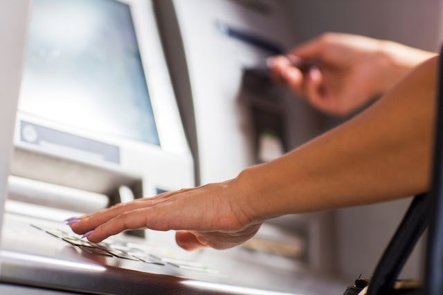 Need to Get Some Cash? These 7 Bank Accounts Waive Your ATM Fees
