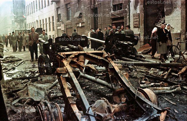 UNGARN, 10.1956.Budapest, VIII. Bezirk.Ungarn-Aufstand / Hungarian uprising 23.10.-04.11.1956:.Sowjetische Panzerabwehrkanonen in der Práter...