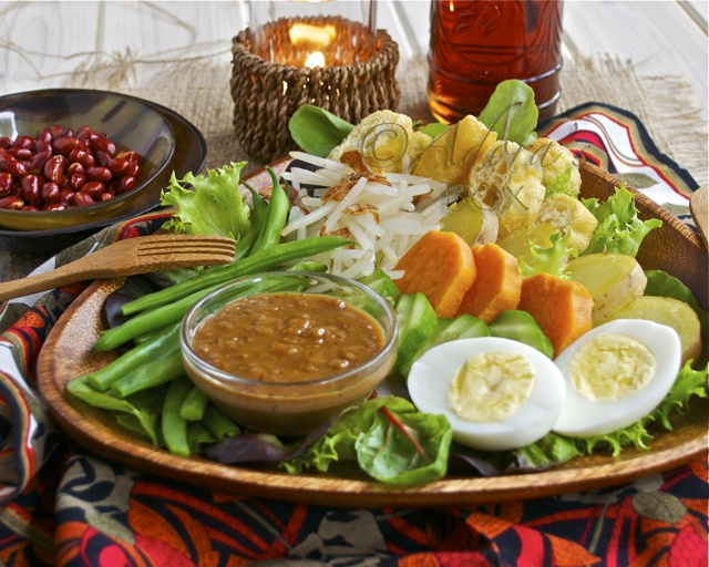 gado gado - indonesian salad (vegetables with sweet and spicy peanut dressing)