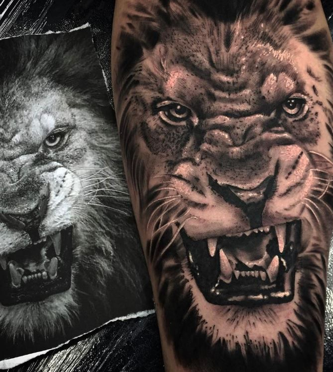 Angry Lion Tattoo Lion tattoo design, Roaring lion