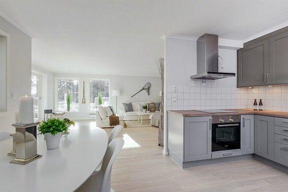 Flott kjøkken fra Drømmekjøkkenet med integrerte hvitevarer av god kvalitet. Studio mørkegrå   Drømmekjøkkenet