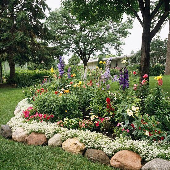 flower bed...LOVE!Gardens Ideas, Gardens Beds, White Flower, Rocks Border, Front Yards, Flower Gardens, Flower Beds, Gardens Edging, Rocks Edging