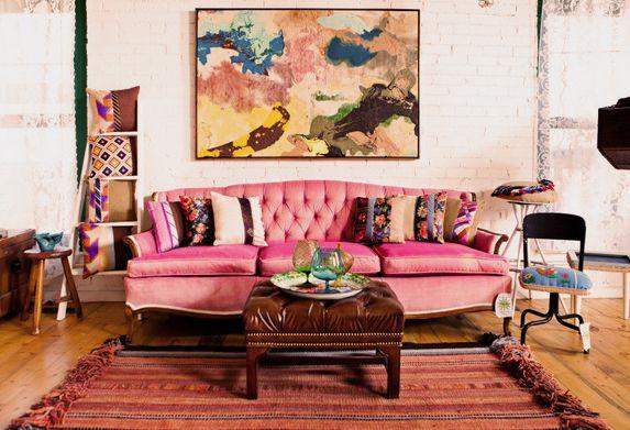 Когда клиенты оформляют интерьер в ярких красках, помогать им в этом одно удовольствие! Необычных цветов мебель и стены, яркие аксессуары, незабываемые картины – всё это одна сплошная изюминка. Кстати рамки для больших и красочных картин могут быть совсем неприметными, не отвлекающими внимание от шедевра #рамка #багетнаямастерская #фоторамка #рамкадлякартины #багетнаямастерскаяВиртуоз