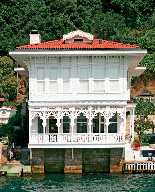 Edhem Pertev Yalısı (seaside home) on the Straits of Bosphorus, İstanbul, Turkey.