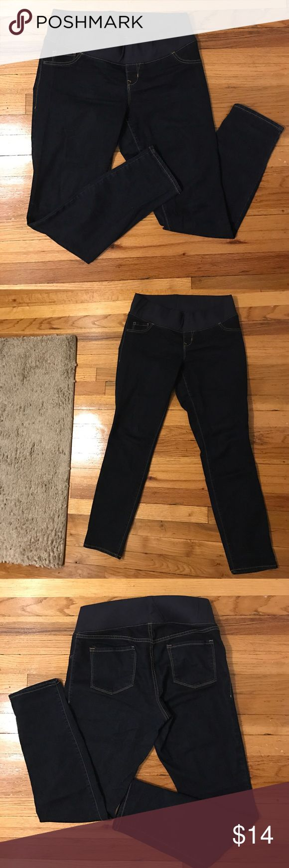 Old Navy Waistband Maternity Jean Recommended for up to 8 months, as by 9 you won't want to wear ANYTHING (lol). Near perfect, no signs of wear. Size 10 R skinny stretch jeans. Front pockets are decorative back pockets are functional. Make them yours! Old Navy Pants Skinny