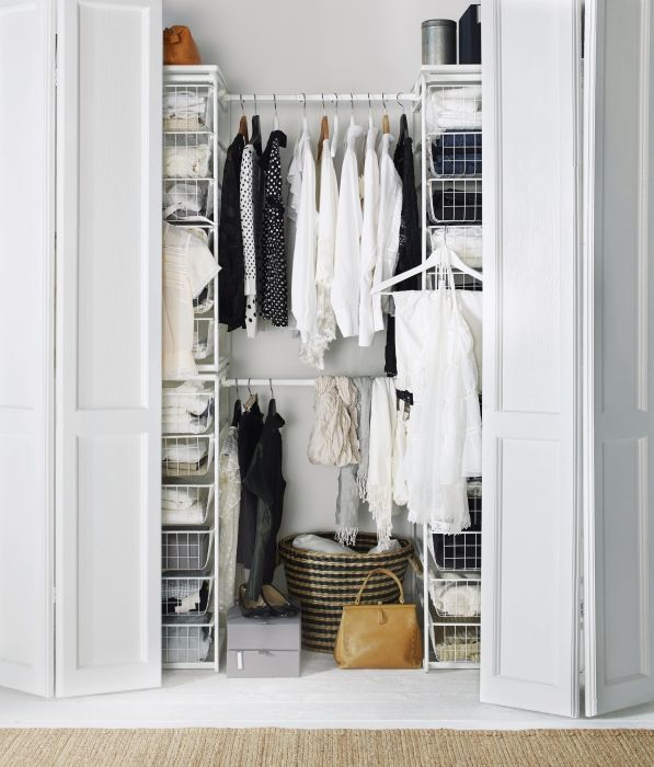 Master your closet with the ALGOT clothing storage system. The parts of this wall-mounted or floor-standing open storage system change as your needs do and they just click into place! So if you decide to expand your clothes collection, ALGOT baskets, shelves and rods can adjust to your growing wardrobe.