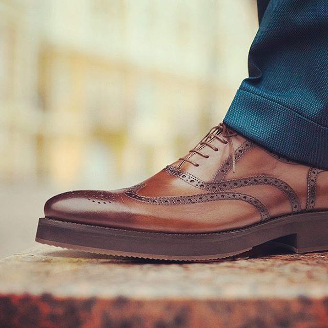 Klasik kahve deri, casual bağcıklar ve brogue desen...Size yakışan da bu! #brogue #brogueshoes #brogueayakkabi #broguefashion #fashionlife #shoes #casual http://bit.ly/1LNbsK6
