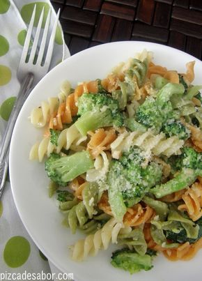 Fusilli con brócoli | http://www.pizcadesabor.com/2012/12/15/fusilli-con-brocoli/