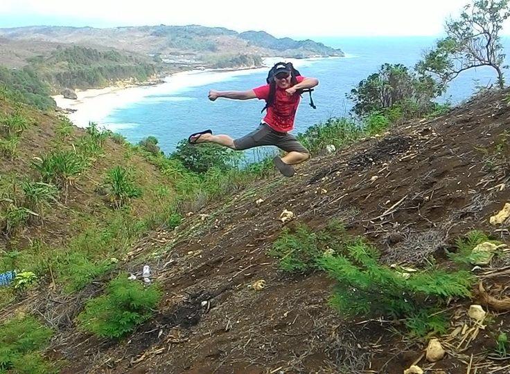 Pantai Lumbung NgunutPucanglaban TulungagungJawa Timur Indonesia #adventure#summer#paradise#sky#sunset#beach #beachlifestyle#beachhunter_ #kedungtumpangbeach #pucanglaban#bluesea #coralreef#ocean#extreme #exploreeastjava#traveling #exploretulungagung #exploreindonesia #instabeach#instapantai #instawisata#indonesiaindah #jejakpetualangan #visitindonesia #pesonaindonesia #lingkarindonesia by siateddy http://bit.ly/AdventureAustralia