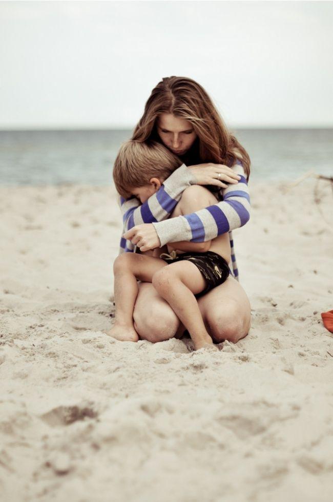 20 Fotografías de mamás hermosas y sus felices hijos varones