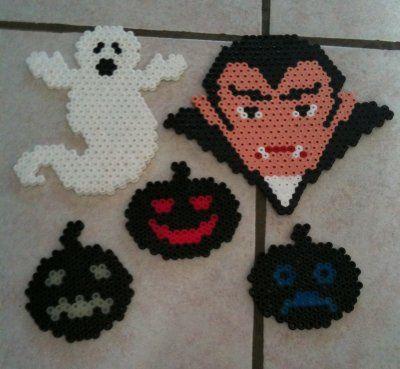 Hexagonals ghost, fantasma, dracula, vampire, vampiro, calabaza, pumpkin, Halloween perler beads, hama beads, bead sprites, nabbi fuse melty beads by Fifinath78