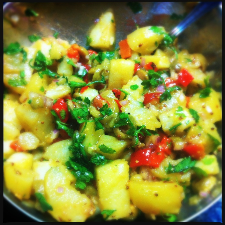 Potato salad with red peppers and olives    #potatos, #red peppers, #olives, #salad http://soumada.tumblr.com/post/35344694695