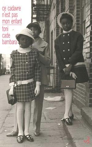 Toni Cade BAMBARA  Ce cadavre n'est pas mon  enfant. éd. Bourgois, 2002 (Fictives)  Au début des années 80, plus de quarante enfants noirs ont été assassinés à Atlanta. Toni Cade  Bambara mène ici une bouleversante contre enquête, interrogeant la presse et épluchant les rapports de police.