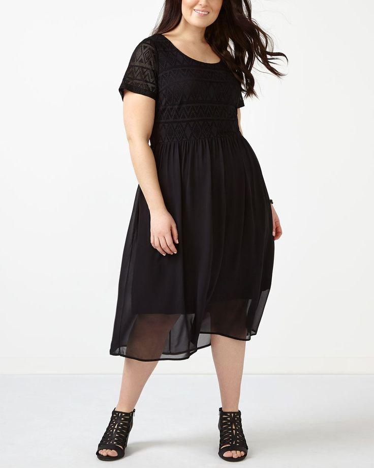 Vous craquerez pour cette ravissante robe au haut fait de dentelle crochetée. Conçue pour avantager votre silhouette grâce à sa coupe évasée, elle présente une encolure ronde, une doublure confortable et une jupe plissée en chiffon. Portez-la avec des talons hauts pour épater la galerie! Longueur : 47 po