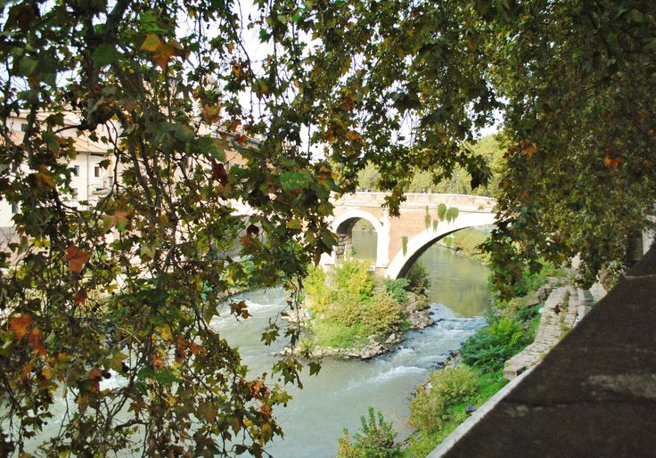 Tiber rive, in Rome, is a beautiful place during the fall season!