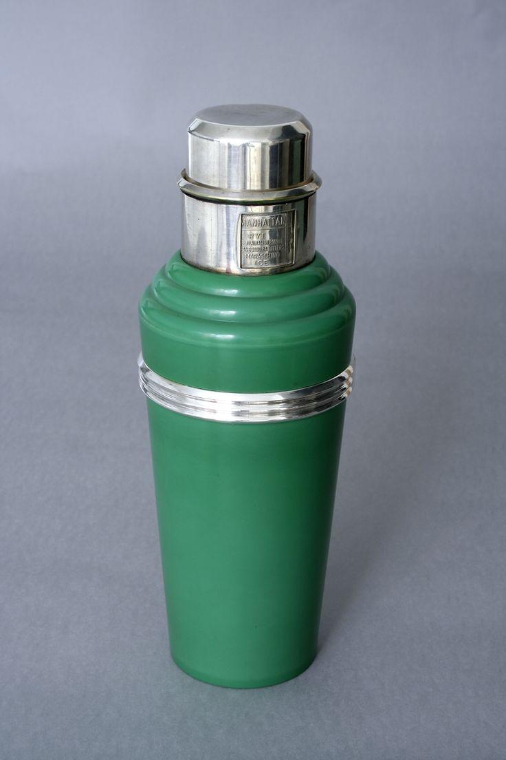 """Coctelera """"The master incolor cocktail shaker"""" (verde) diseñada por Lawson Clarke y Raphael Clarke"""