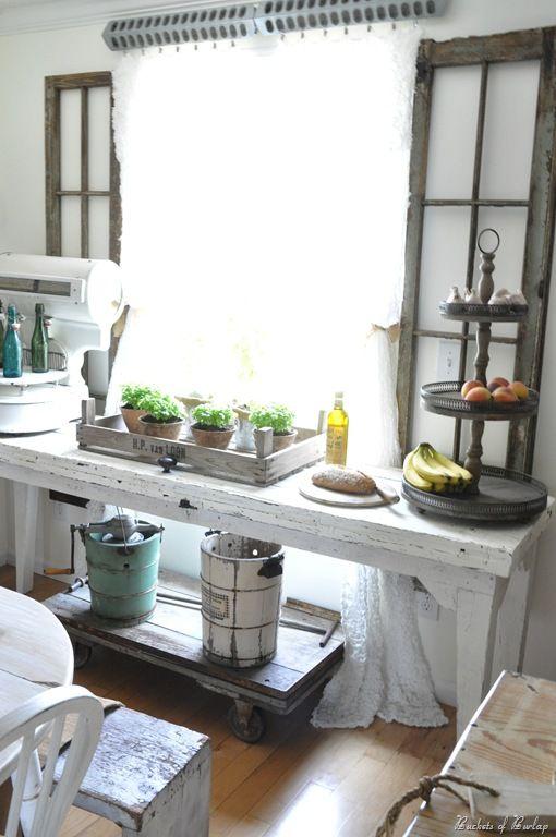 .Vintage Kitchens, Kitchens Redo, Windows Display, New Kitchens, Kitchens Buffets, Country Kitchens, Farmhouse Kitchens, Kitchens Makeovers, Chicken Feeders