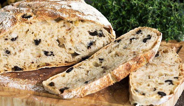 Această rețetă face parte din bucătăria Muntelui Athos. Nu se prepară cu drojdie, nici cu ulei. Este o pâine economică, ușor de preparat, gustoasă și sățioasă. Poate fi o alegere convenabilă pentru oricare dintre noi.