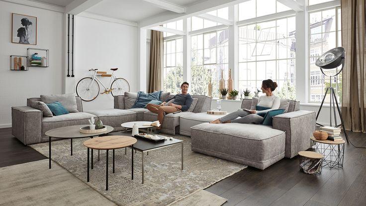 Großes Wohnzimmer – viel Platz zur Gestaltung #schlafzimmer #hausdekoration #…
