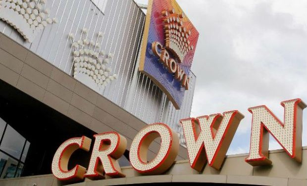 Australia's largest casino alerts police to a betting scam in which a high-roller netted Aus$32mn.