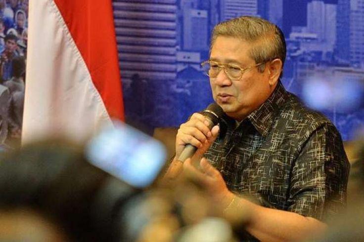 """SBY Pastikan """"Turun Gunung"""" Lagi di Jakarta  Konfrontasi -Ketua Umum Partai Demokrat Susilo Bambang Yudhoyono menilai dirinya sebagai tokoh bangsa perlu untuk turun ke masyarakat lagi saat ini. Hal itu dikarenakan kondisi bangsa Indonesia yang dinilai SBY jauh dari kata baik.  """"Saya ini sebetulnya seorang veteran. Saya dulu berdiri di panggung kampanye pada pemilihan presiden tahun 2004 dan 2009. Mestinya saya sudah pensiun. Tetapi mengapa kali ini saya turun gelanggang karena saya melihat…"""