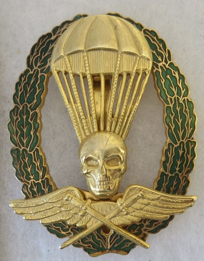 Reproduction - WW2 HUNGARIAN PARACHUTE BADGE - Older Post War Copy - Well Made