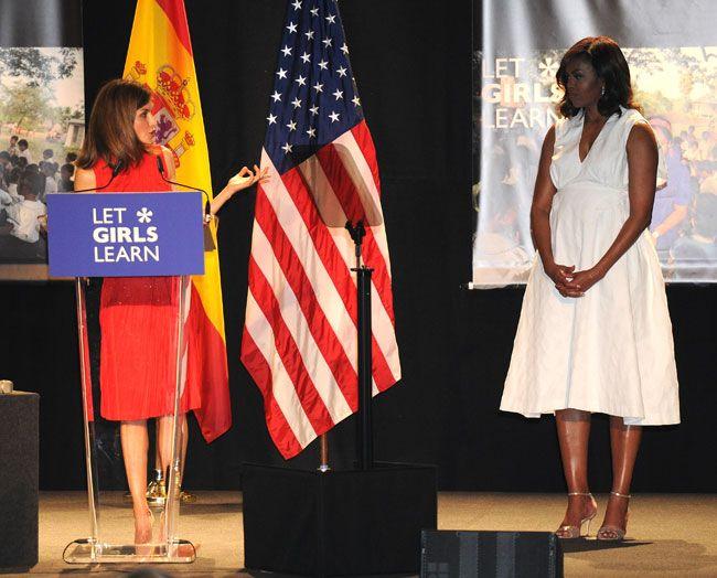 Encuentro en la cumbre entre la Reina Letizia y Michelle Obama La Primera Dama de EE.UU ha presentado en Madrid Let Girls Learn, una iniciativa que impulsa la educación femenina en los países desfavorecidos, y a la que la Reina Letizia se ha sumado y mostrado su apoyo en un clima de gran sintonía. 30.06.2016