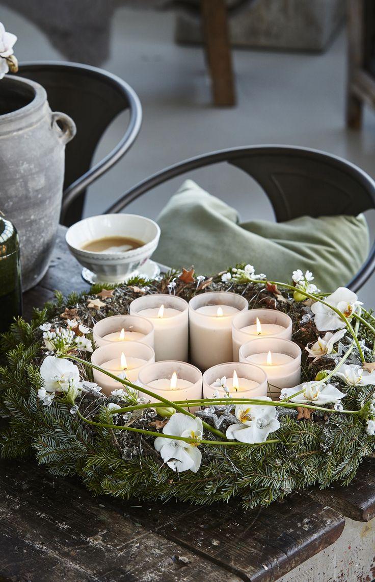 Blomsterbinder Lars Jon viser i videoen her, hvordan du nemt kan lave flotte juletræer med hekselyng og sølvtråd. Juletræerne med glimmer er flotte som borddækning til jul.