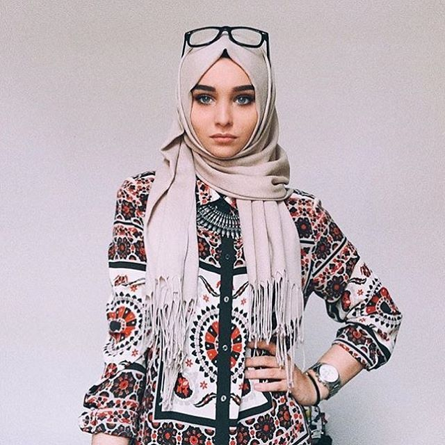 Patterned buttoned top and nude hijab - check out: Esma <3