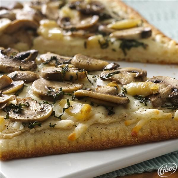 Try our Roasted Garlic and Mushroom Flatbread recipe! With ingredients like cannellini beans, mushrooms, sage leaves and garlic, this decadent dish will be a family favorite.