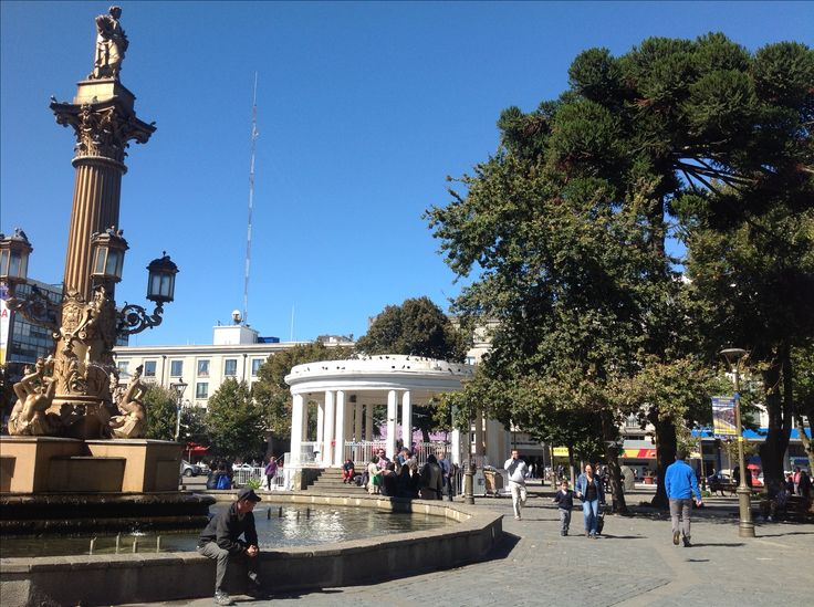 Odeón y pileta de la plaza de la Independencia. Concepción, plaza de armas. Región del Bío Bío