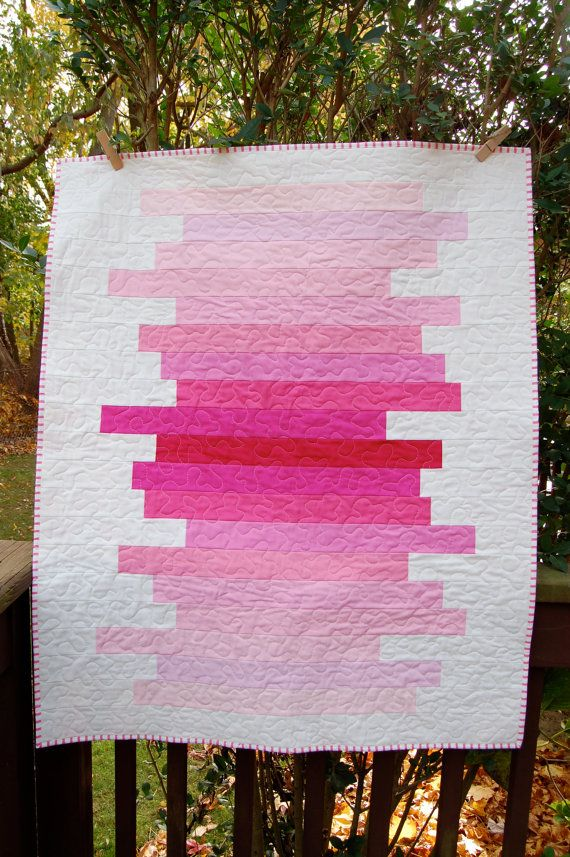 Moderne Baby Quilt; Rosa Ombre Strip Quilt