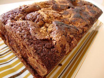Desde o dia que vi a foto no blogue da Gasparzinha  que fiquei com vontade de fazer este bolo. E foi principalmente a parte da crosta que me...