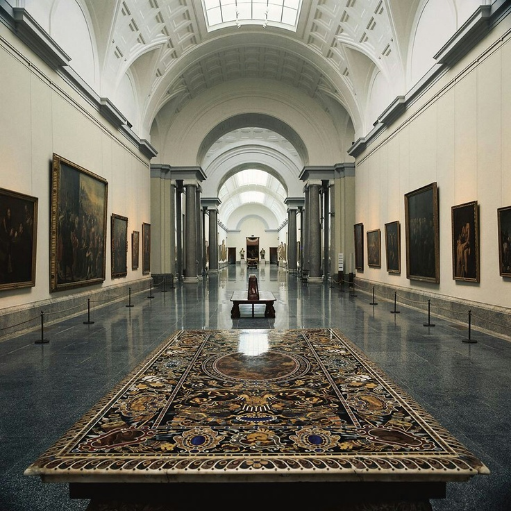 He visitado muchos museos durante mi viaje en Madrid, pero el museo Prado fue mi favorito. Pudimos entrar en la hora feliz y nos costo la mitad de precio. Me sorprendio que tan grande es este museo. Me gusto el olor a pintura vieja y el arte es muy hermoso. Definitivamente recomiendo este museo a quien quiera ira un lugar muy divertido. Cuatro estrellas.