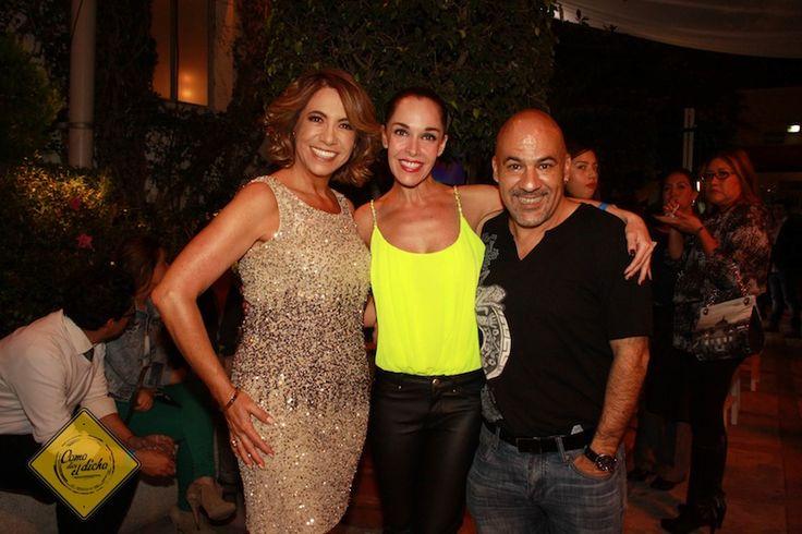 Sharis Cid con los productores Genoveva Martínez y Emmanuel Duprez