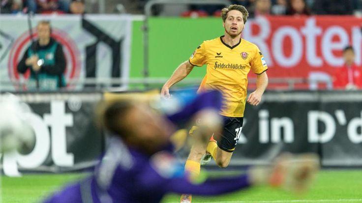 Fortuna - Dresden 0:3 | 27 Sekunden! Dynamo feiert Blitztor http://www.bild.de/bundesliga/2-liga/saison-2016-2017/spielbericht-fortuna-duesseldorf-gegen-sg-dynamo-dresden-am-12-Spieltag-46885792.bild.html