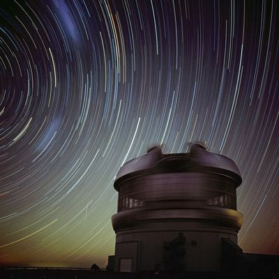 sklogw:  Gemini South Star Trails Stars seem to arc through southern skies in this surrealistic time exposure — recorded before moonrise from the Gemini South Observatory, Cerro Pachon, Chile, Planet Earth. During the one hour 40 minute exposure camera and tripod were fixed, so the concentric star trails are a reflection of Earth's daily rotation about its axis. Credit  Copyright:  Elke Schulz