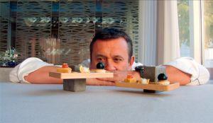 """Matrimonio tra food & design: lo chef stellato Emanuele Scarello sceglie il """"porta appetizer"""" Made in Friuli in legno e Pietra Piasentina"""
