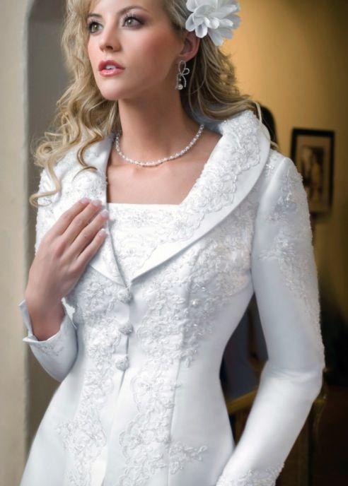 Best 20+ Winter wedding coat ideas on Pinterest | Wedding coat ...
