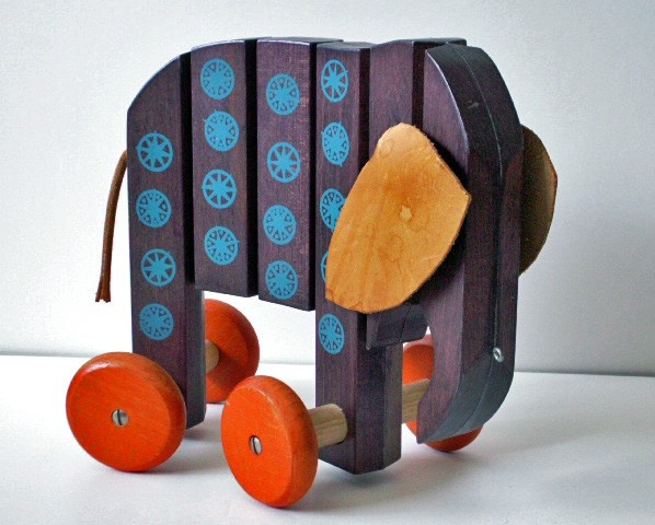 VINTAGE WOODEN PULL TOY CIRCA 1972
