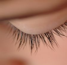 How to Grow Longer Eyelashes Naturally